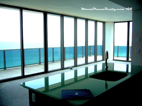 MEi Condo with High Ceilings, Floor to Ceiling Glass and SE Views