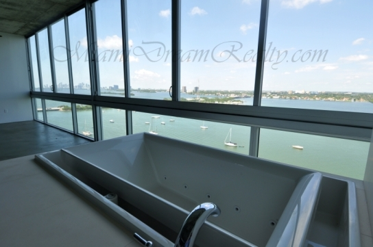 Space 01 Jacuzzi Tub Overlooking Biscayne Bay
